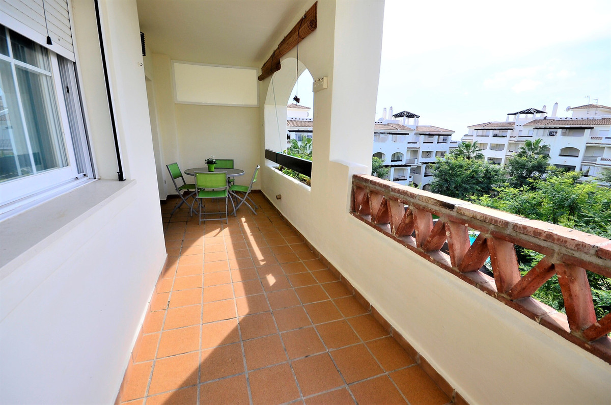 Middle Floor Apartment in La Duquesa R3340666