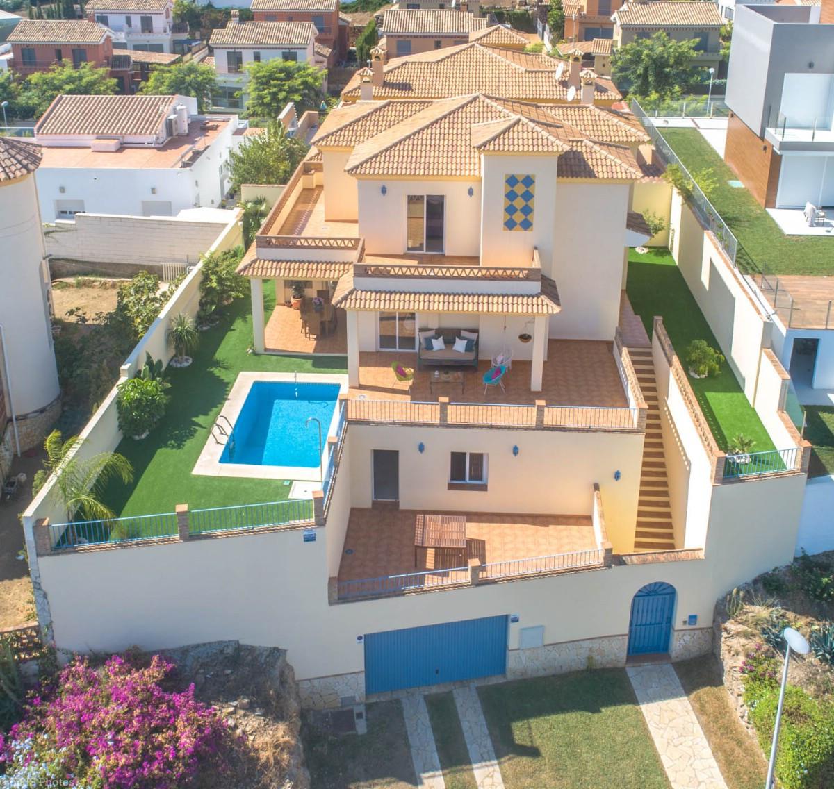 House in Torrequebrada R3265798 2