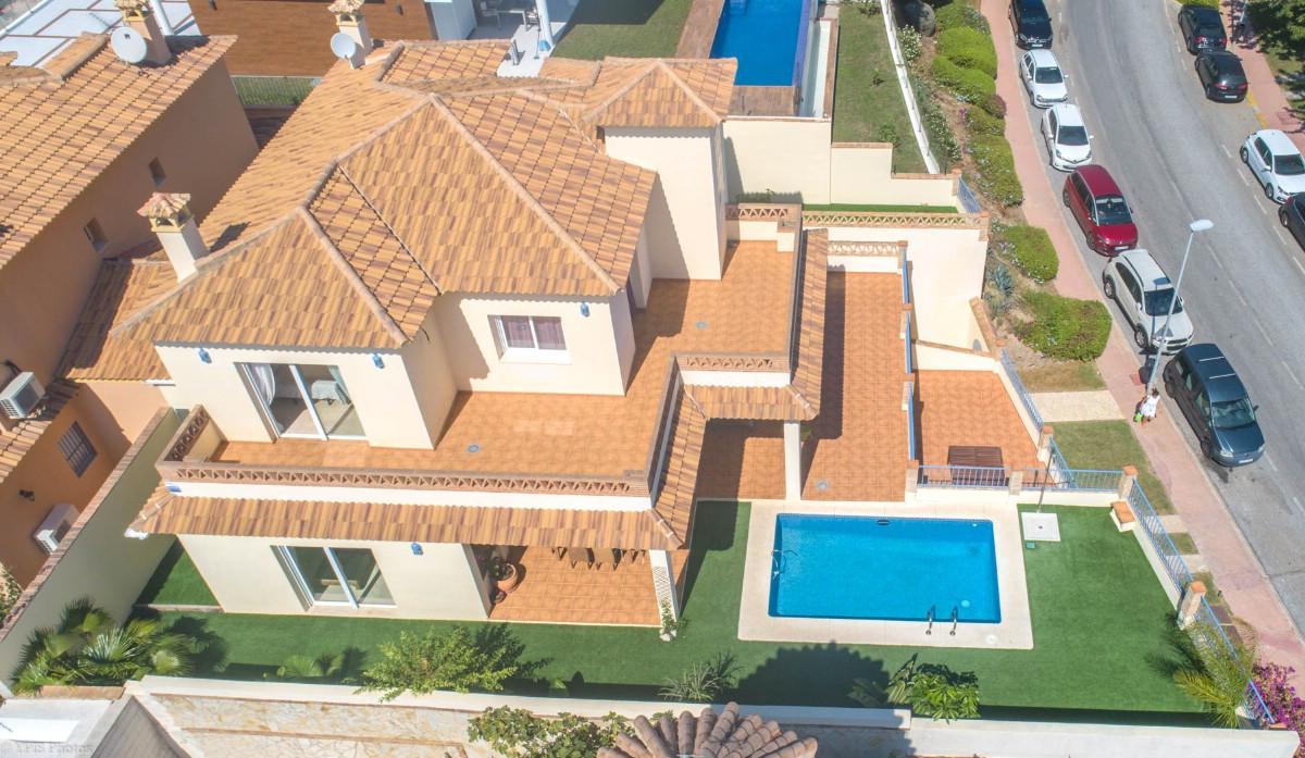 House in Torrequebrada R3265798 4