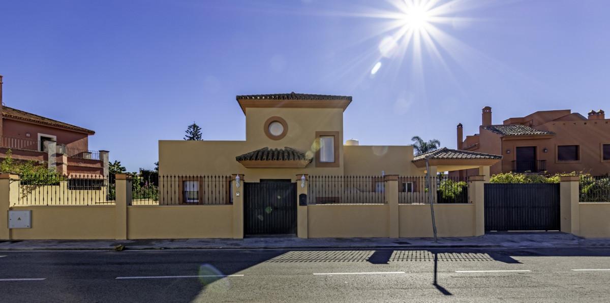 Detached Villa in Marbella R3343042