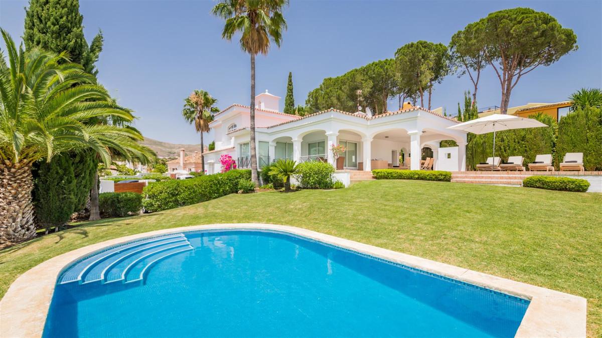 Detached Villa in Nueva Andalucía R3342307