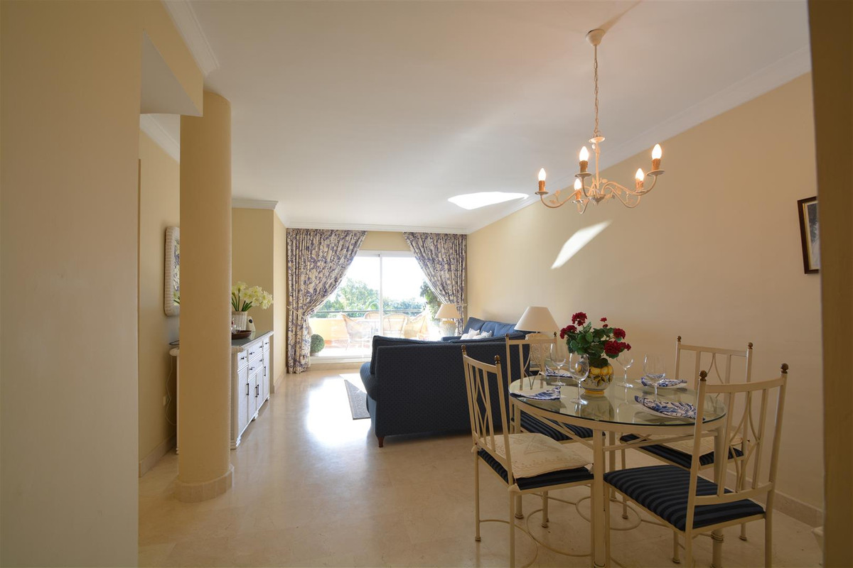 Middle Floor Apartment in Elviria R3102769