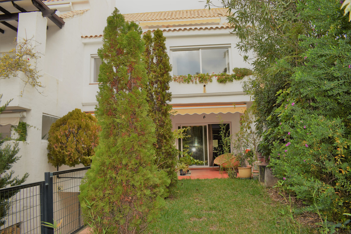 Townhouse in The Golden Mile R3340813