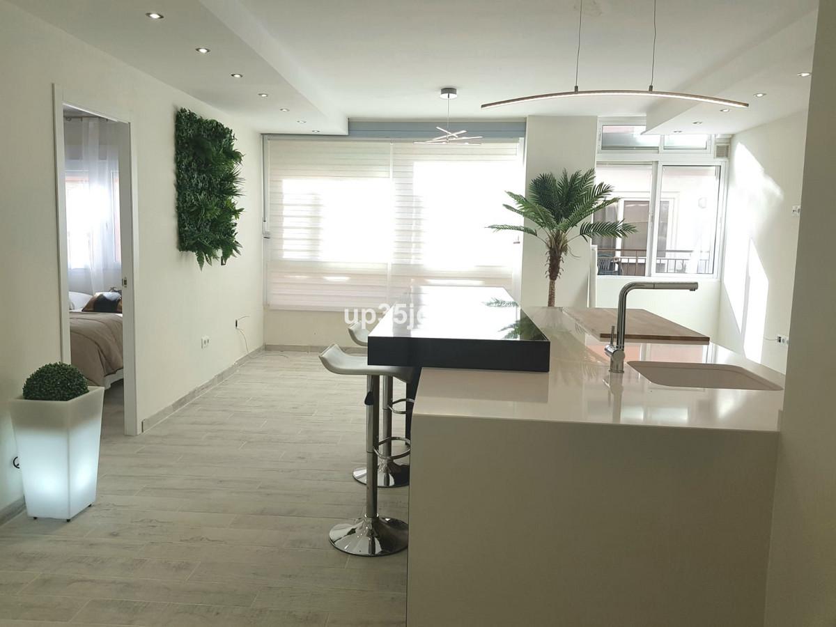 Middle Floor Apartment in Estepona R3342838