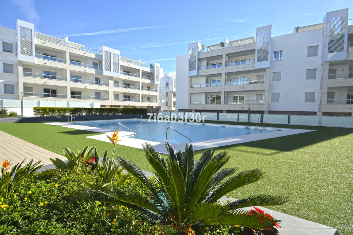 Middle Floor Apartment in Marbella R2862419