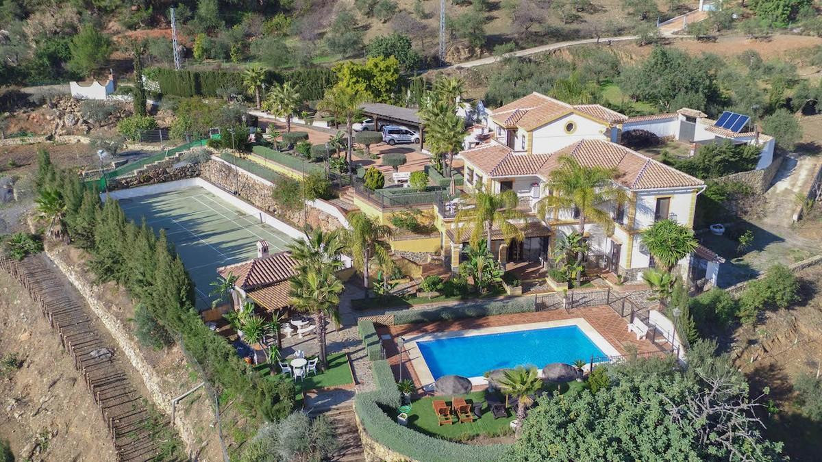 Detached Villa in Alozaina R2835143