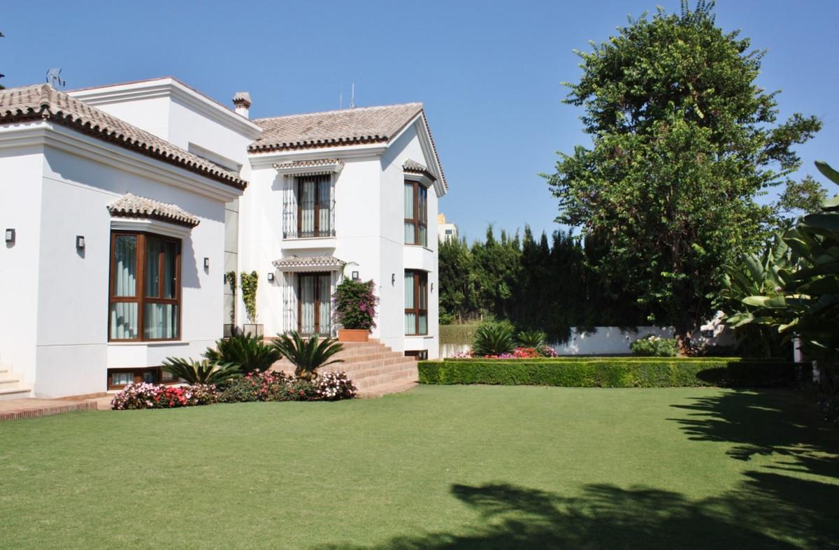 Detached Villa in Marbella R2509193