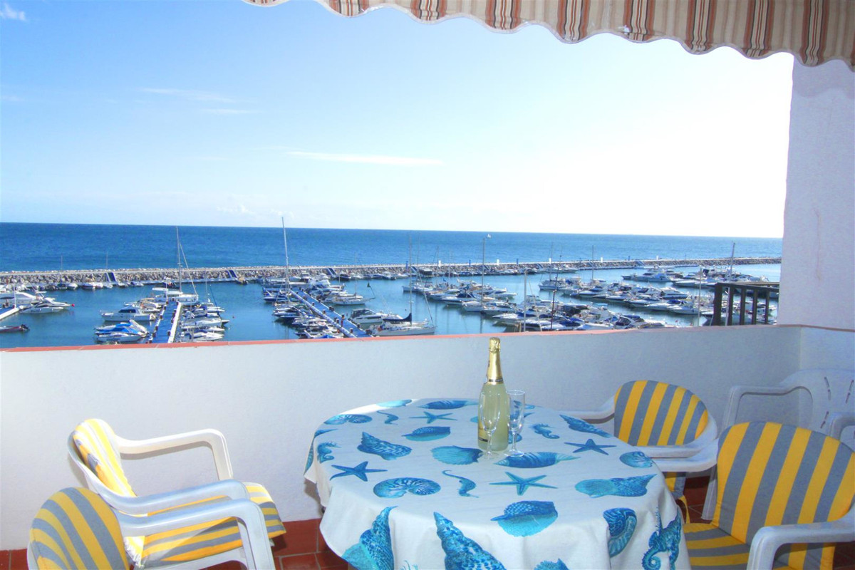 Middle Floor Apartment in Puerto Banús R3545890
