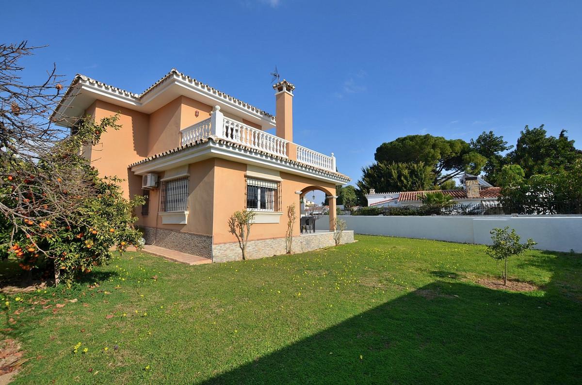 Detached Villa in Benalmadena Costa R3341311