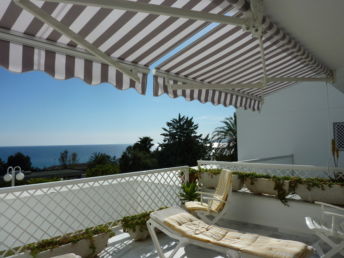 Very nice first floor apartment close to the beach and Rio Real Golf Club. Sea and large garden view, Spain