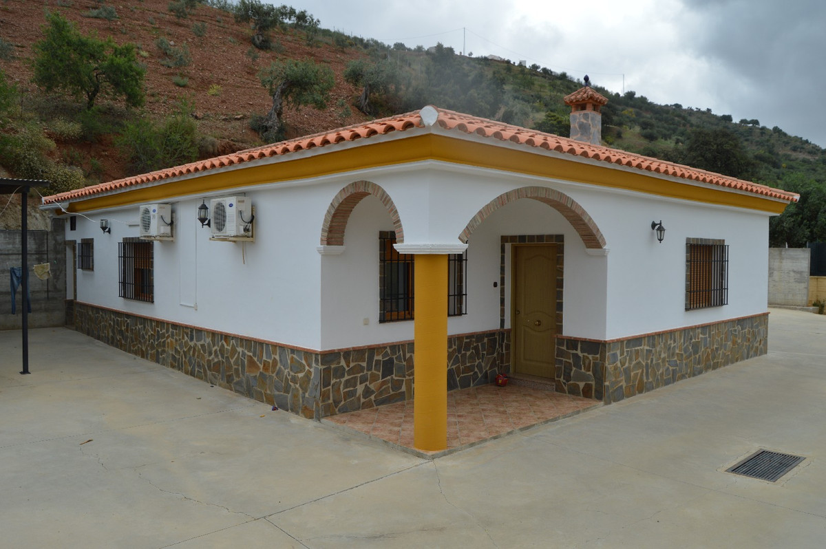 Detached Villa in Alora R2664230