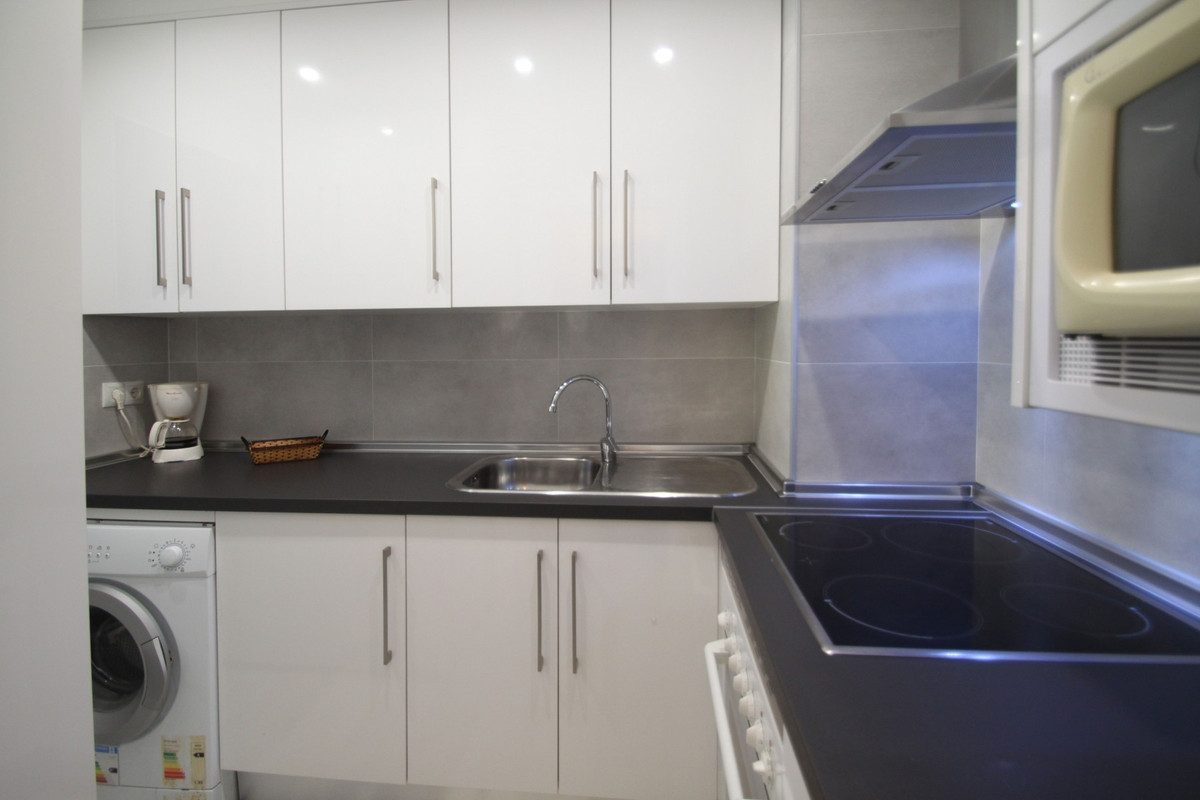 Apartment in The Golden Mile R3302578 7