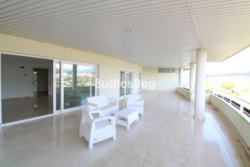 Middle Floor Apartment in Nueva Andalucía R3336781