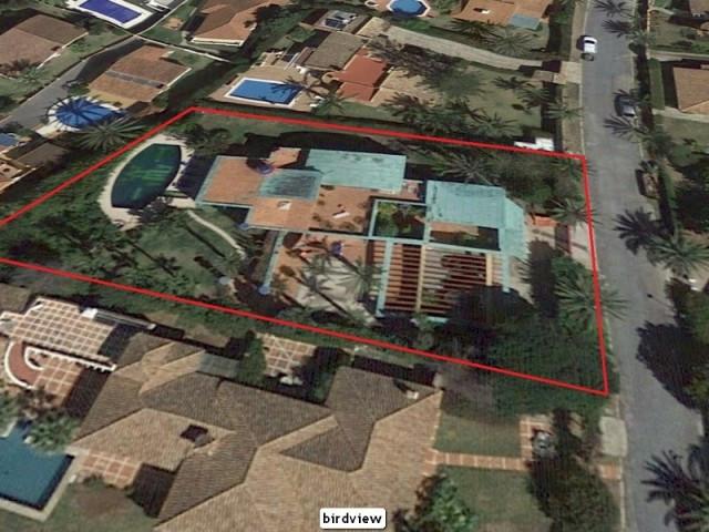 Detached Villa in Marbella R3023771