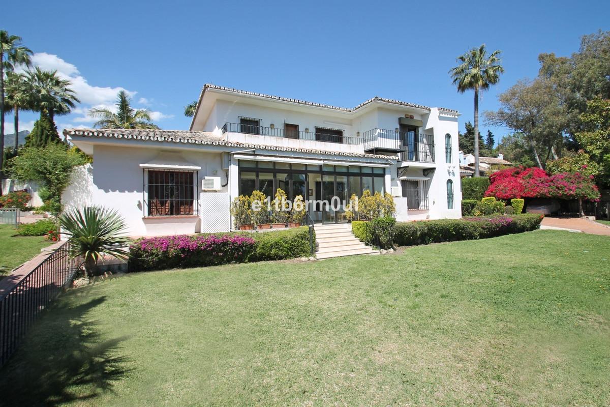 Freistehende Villa in The Golden Mile R2522476