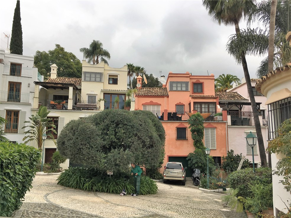 Townhouse in Marbella R2811446