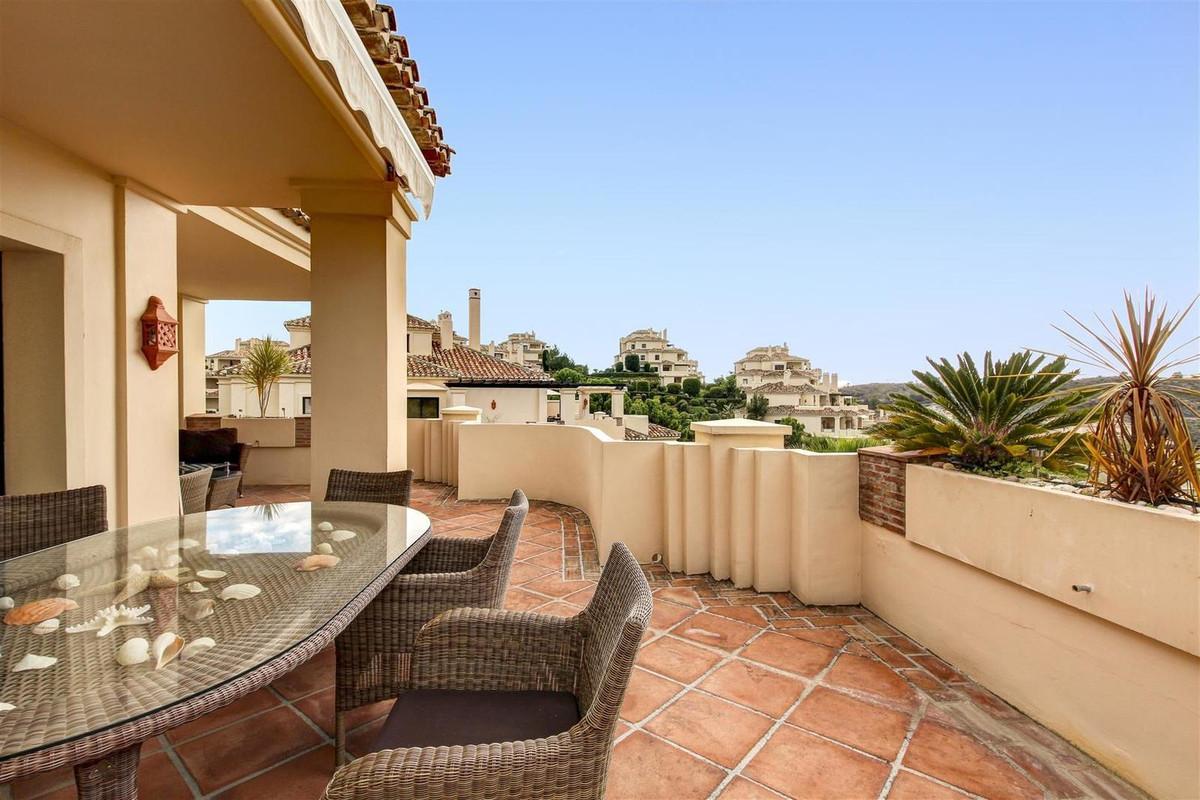Middle Floor Apartment in Benahavís R3047942