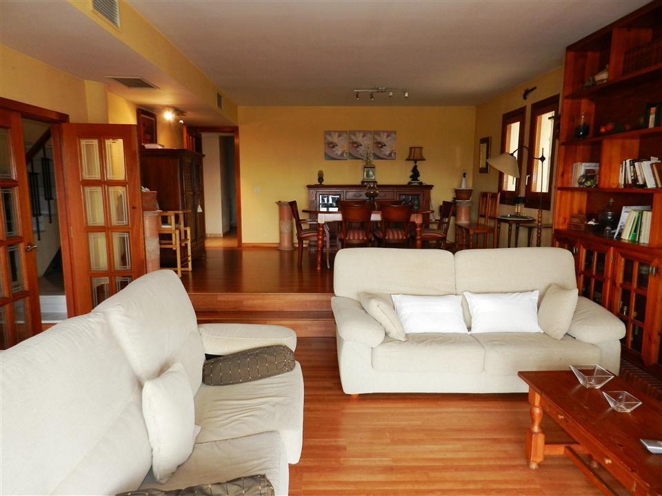 Detached Villa in La Duquesa R3034082