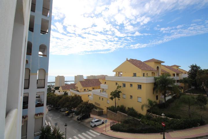 Middle Floor Apartment in Estepona R3338953