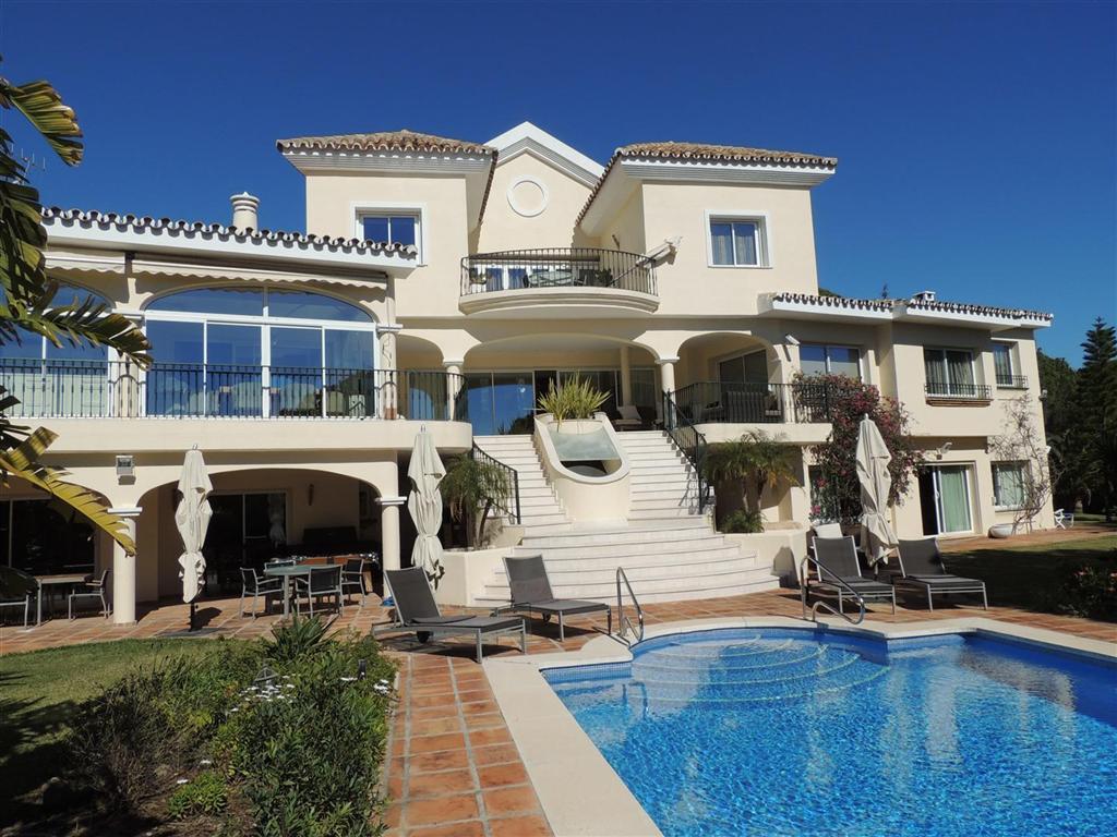 Detached Villa in Elviria R1941410