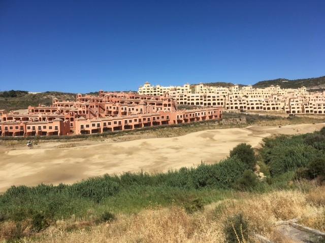 R2954306 | Residential Plot in Estepona – € 99,000