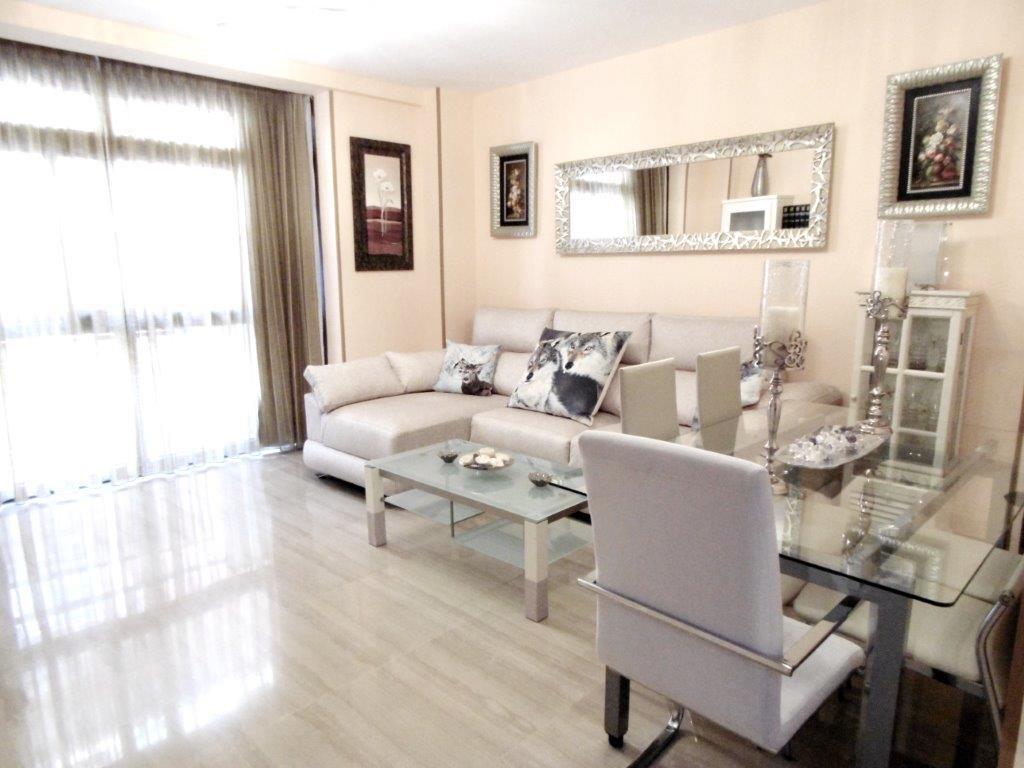 Middle Floor Apartment in Fuengirola R3216877