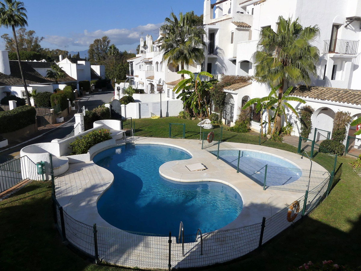 Middle Floor Apartment in Puerto Banús R3342112