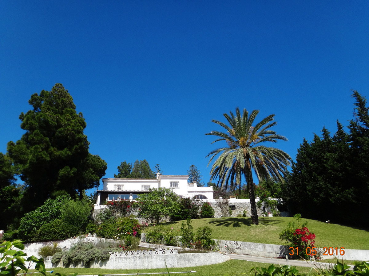 Detached Villa in Marbella R2738411