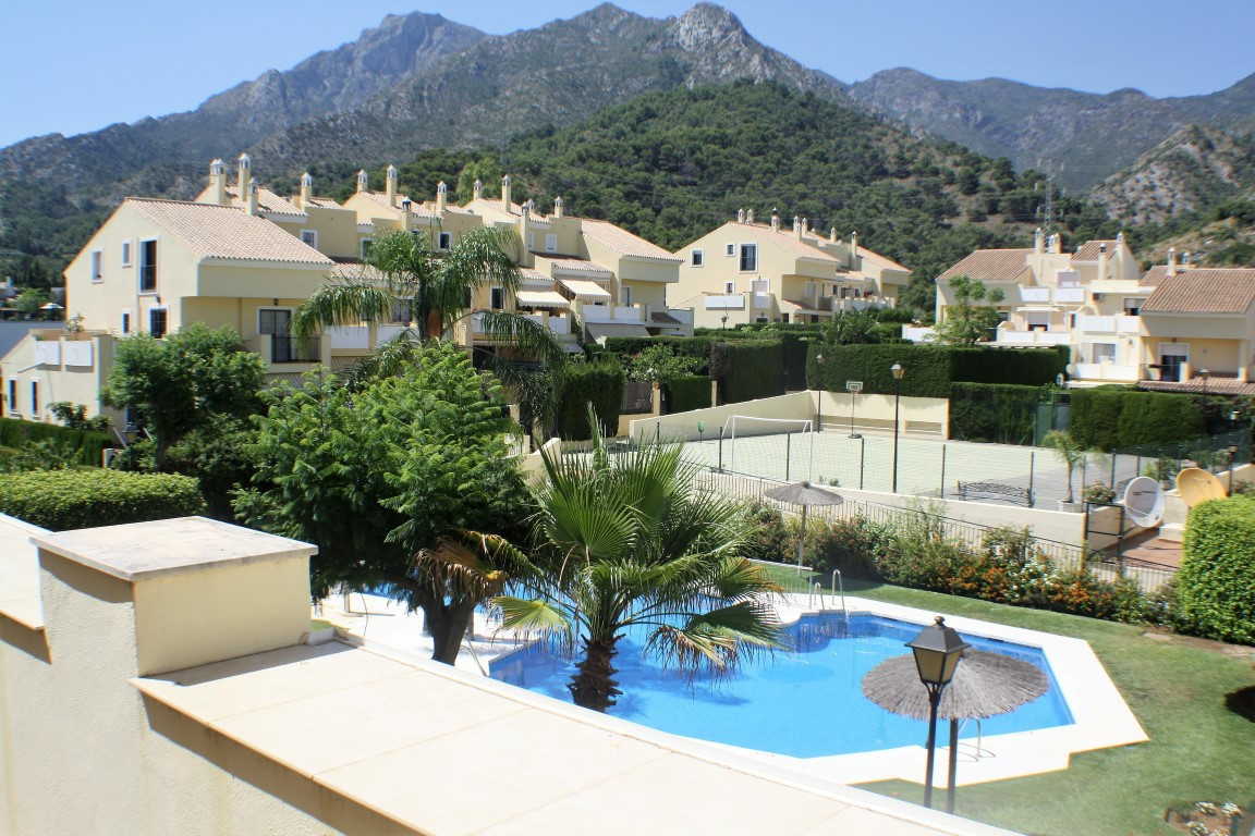 Townhouse in Marbella R2939987