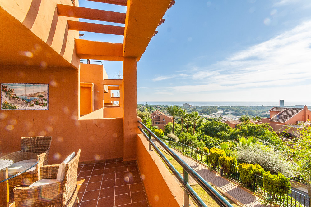 Apartment in Elviria R3307909 1
