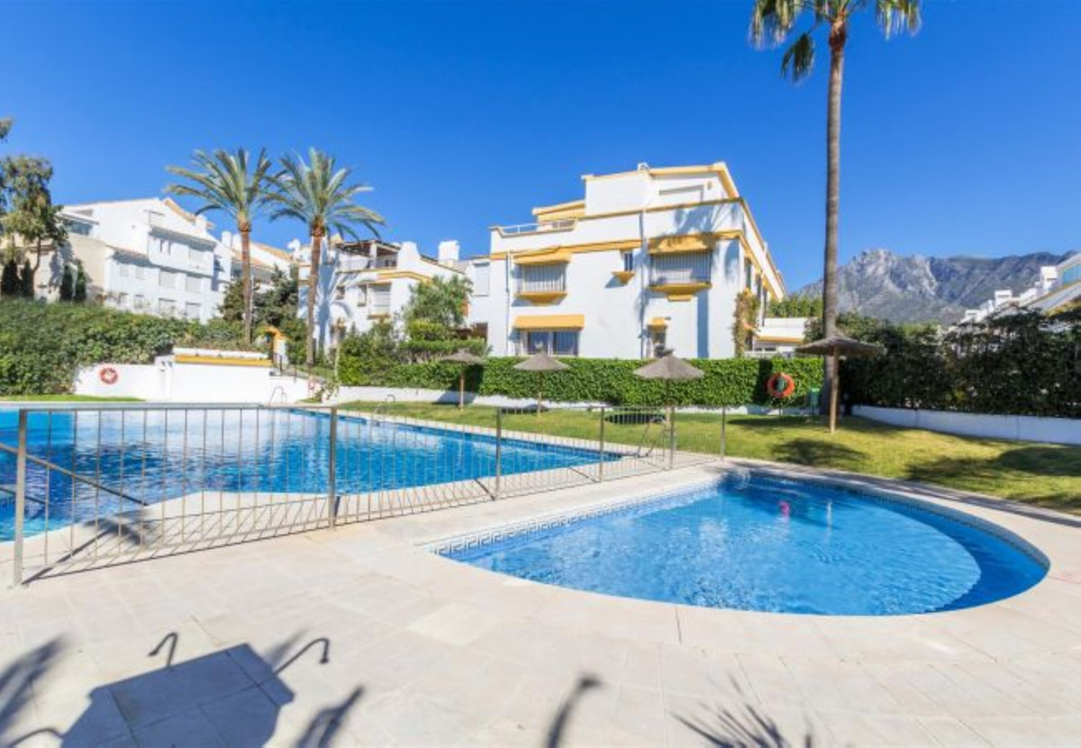 Townhouse in Marbella R3343192