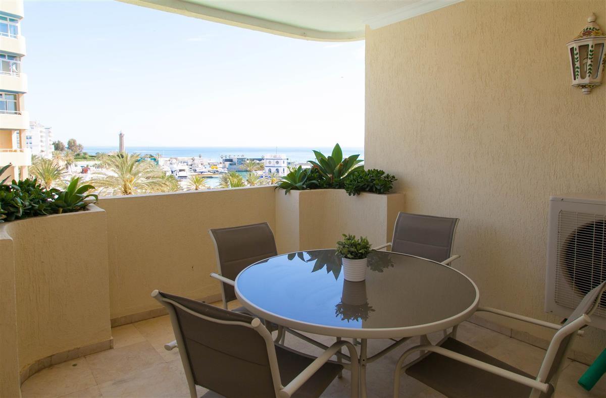 Middle Floor Apartment in Estepona R895239