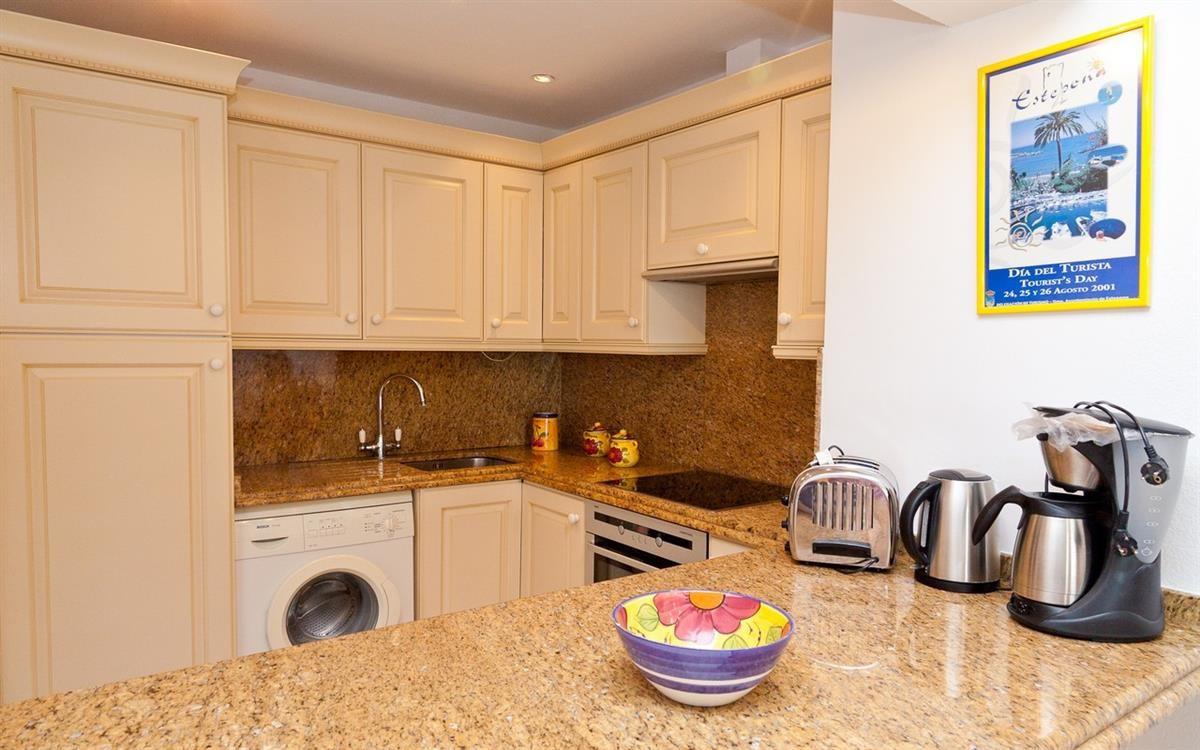 Apartment in Estepona R895239 7