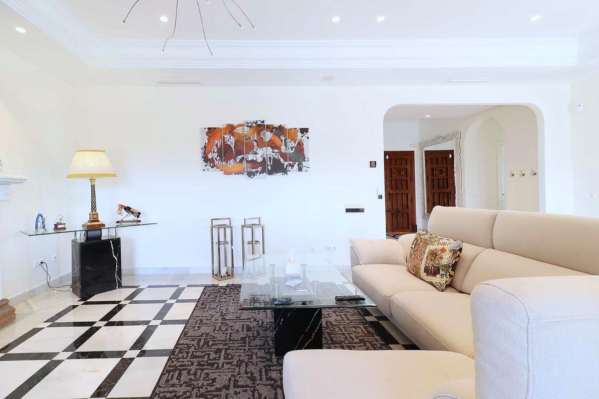 House in Calahonda R3501412 17