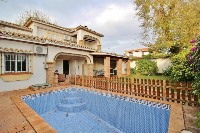 Detached Villa in Marbella R2108537