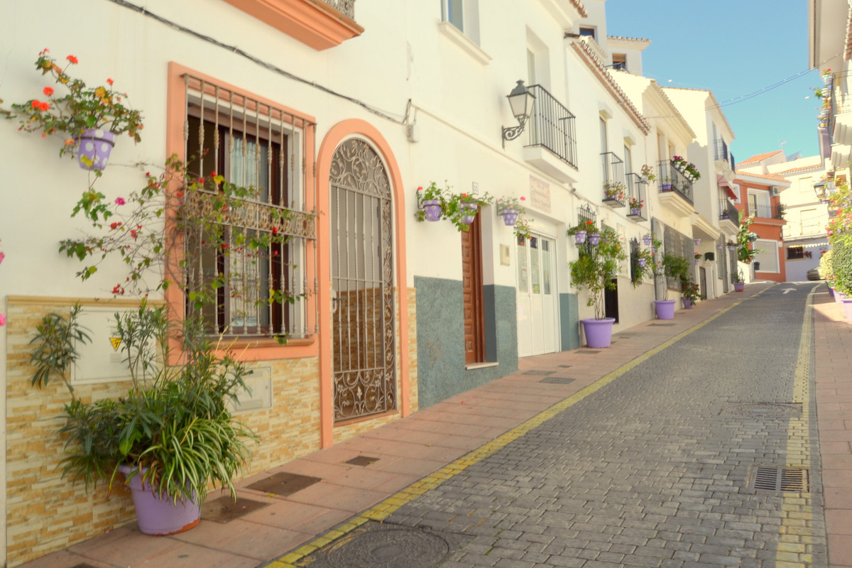 Townhouse in Estepona R2653550
