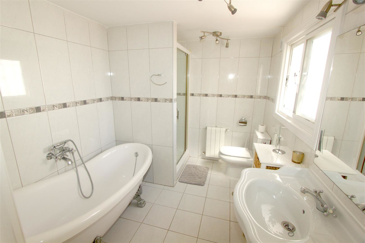 House in Marbella R3239923 8
