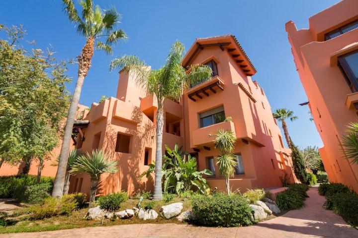 Middle Floor Apartment in Estepona R2893823