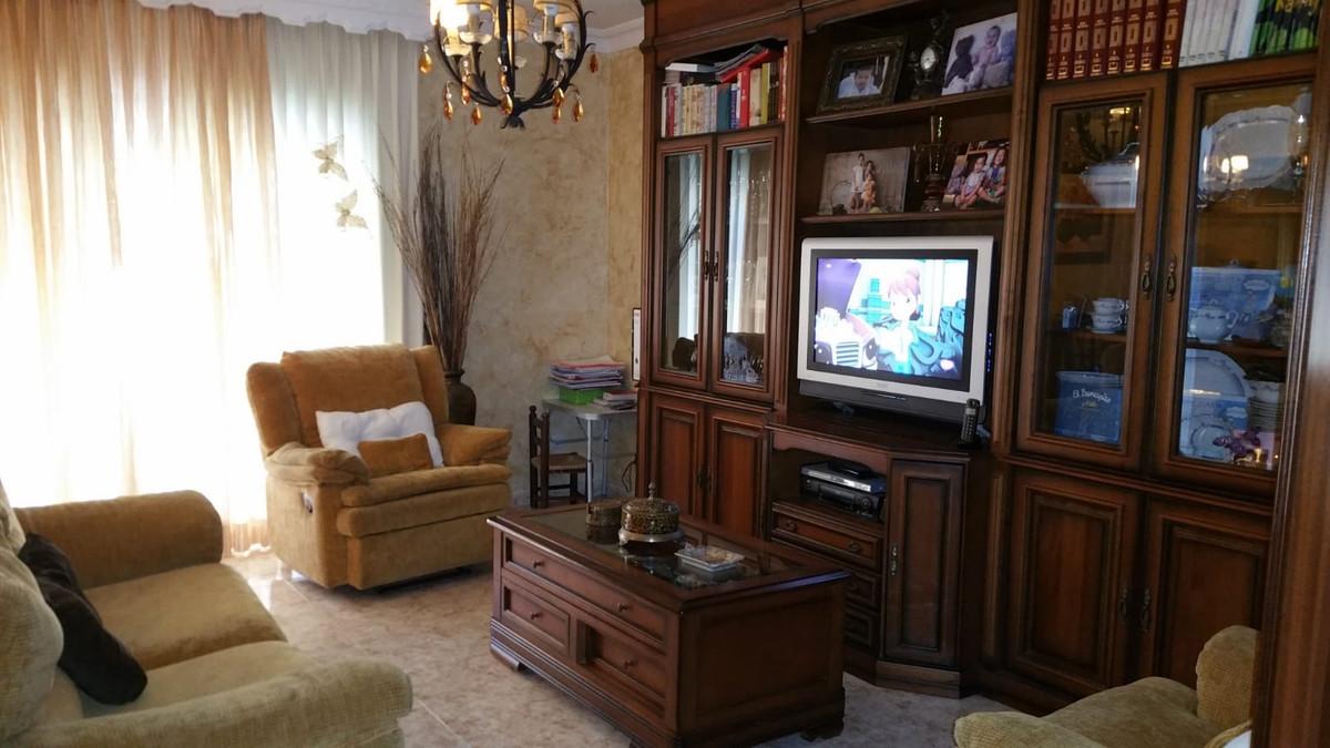 Middle Floor Apartment in Estepona R3163393