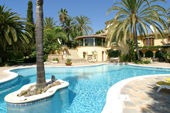 Large 4-bed villa in colonial style with very large plot on the very top of Rio Real, part of Los Mo, Spain