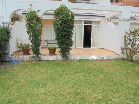 Ground Floor Apartment in La Quinta R2450948