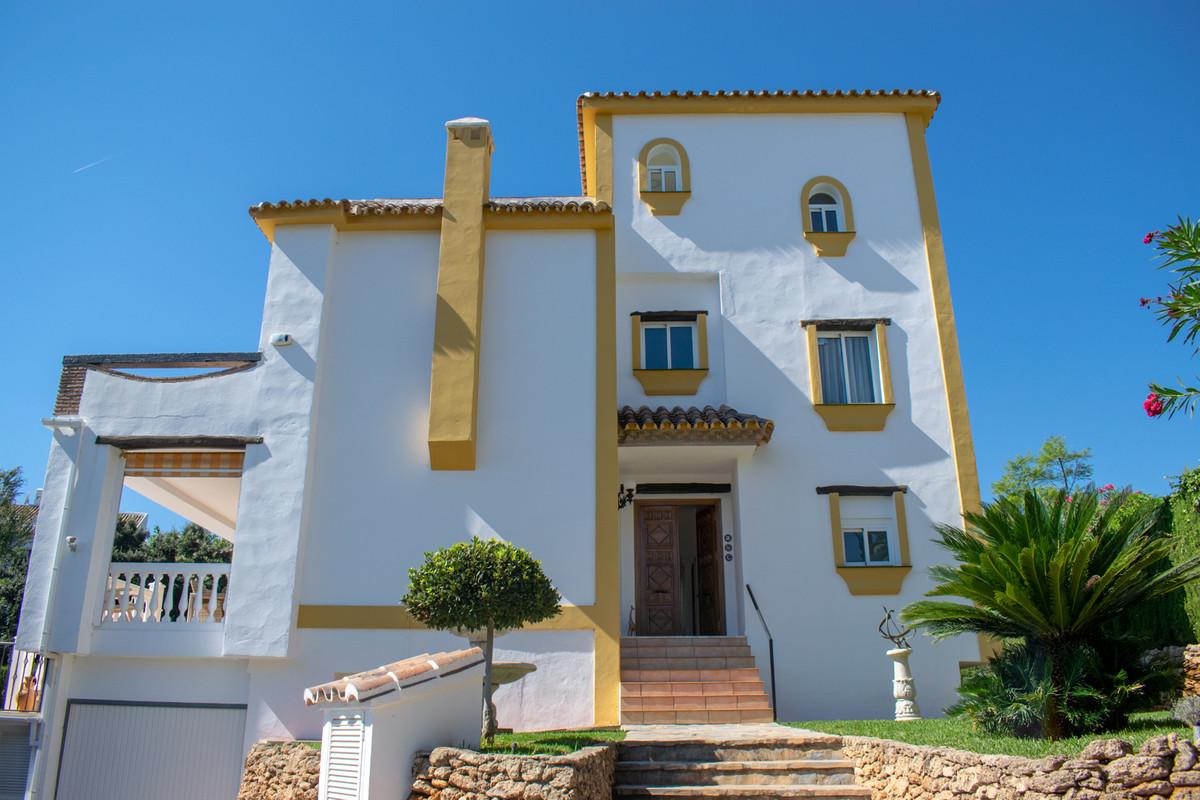 Detached Villa in Calahonda R3269179