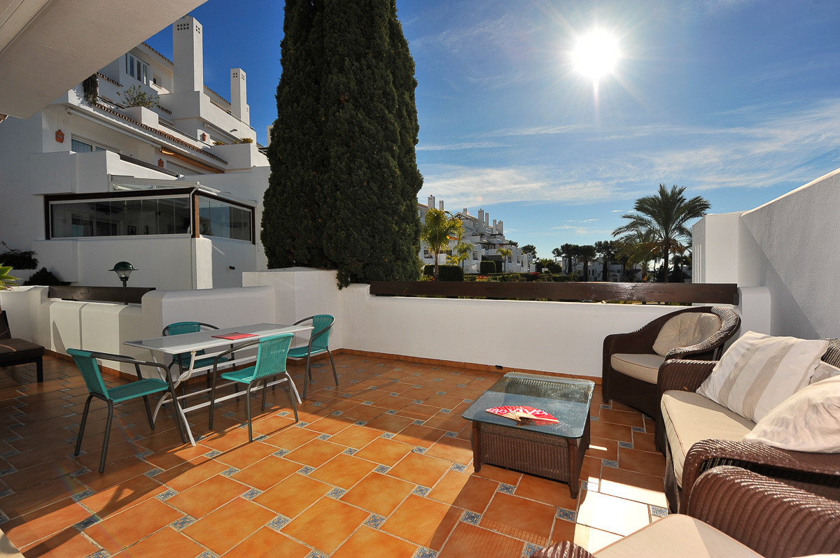 Middle Floor Apartment in Marbella R3064033
