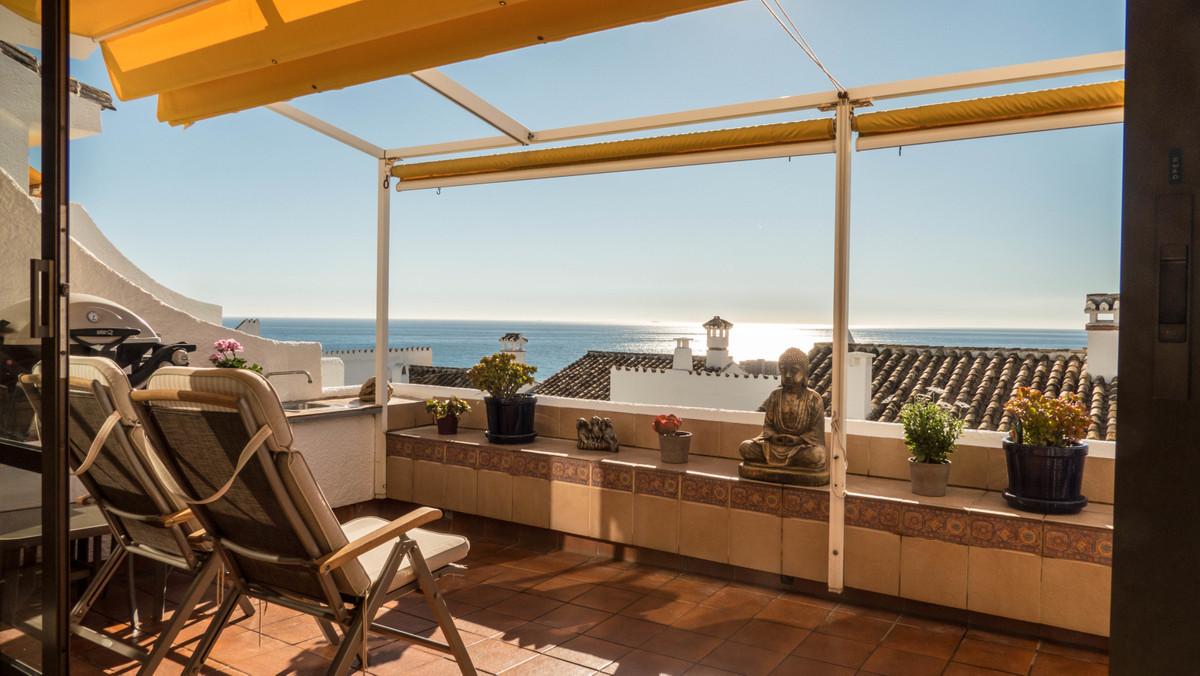 Townhouse in Riviera del Sol R3343027