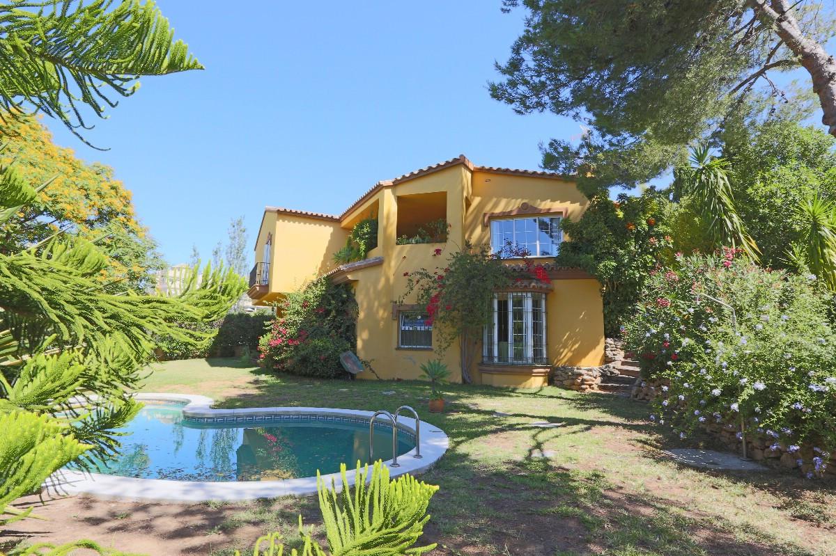 Detached Villa in Elviria R2696993