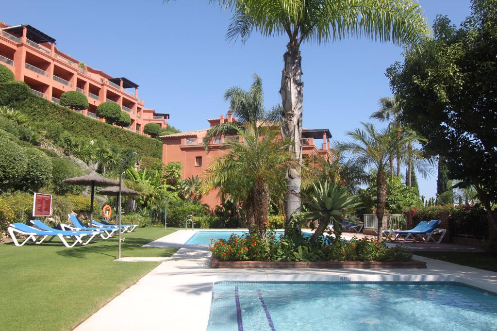 A corner property and one of the best 2 bedroom apartments available in the prestigious Royal Flamin,Spain