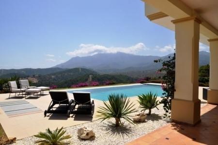 Freistehende Villa in Estepona R3081514