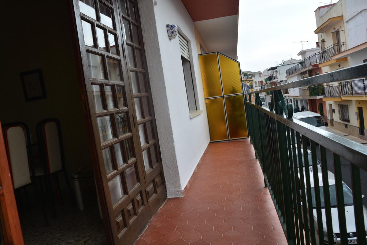 Middle Floor Apartment in Las Lagunas R3239299