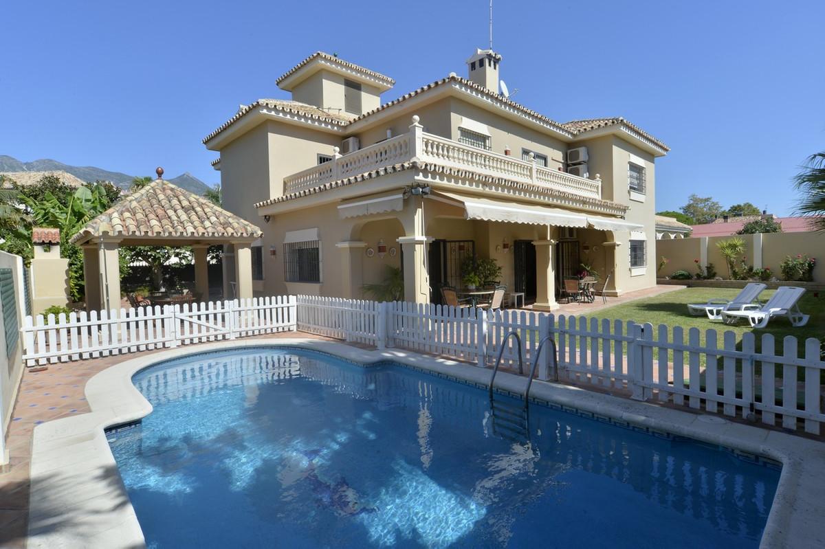 Detached Villa in Marbella R2958809