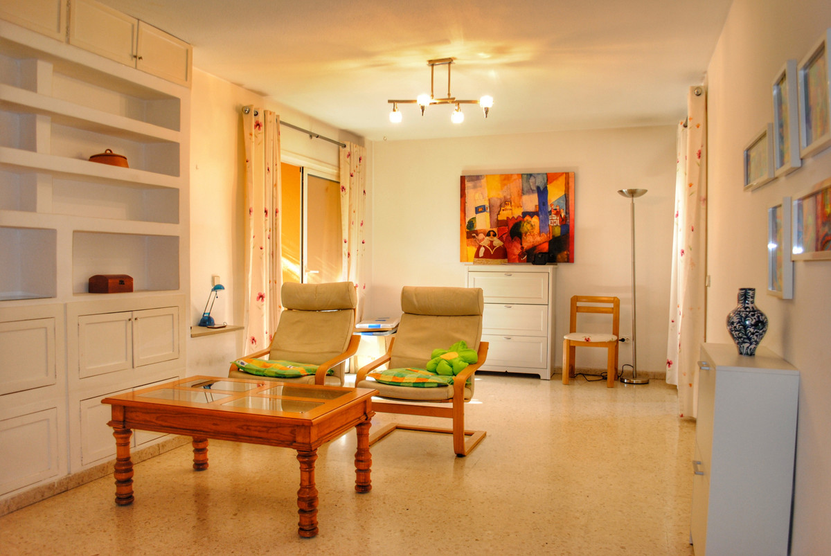 Top Floor Apartment in Marbella R3329413